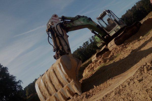 prace ziemne , budowa zbiorników retencyjnych , usługi koparką
