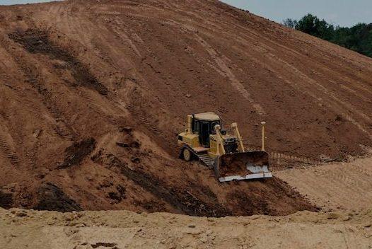 niwelacja terenu , usługi niwelowania terenu